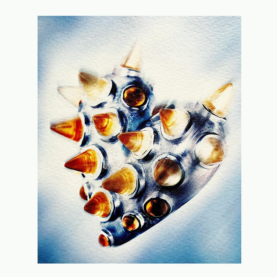 fliegendes strahlendes herz finejewelry flying heart pendant whitegold gemstone rays sunshine glow photographer cancobanli oneofakind atelier munich susabeck instajewelry instagood jeweley haveaniceday