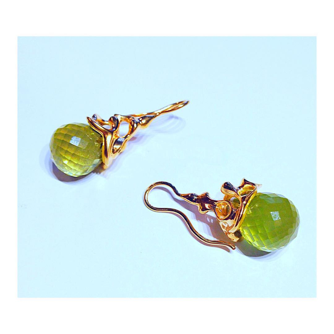 finejewelry earrings gold gemstone swirly blossom cornucopia green organic free form atelier munich handcrafted oneofakind instajewelry jewelryaddict instagood haveaniceday