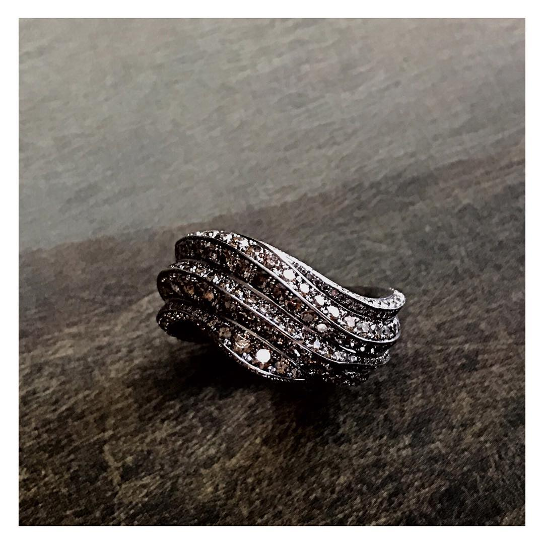 finejewelry ring platin brown diamonds several shades waves flow glow mystic poetry nature oneofakind handcrafted atelier munich jewelryaddict jewelery instajewelry instagood haveaniceday