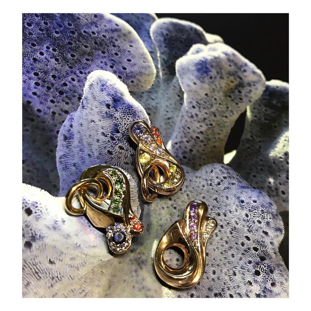 finejewelry pendant gold gemstone diamond colorfull free form mini sculpture treasure oneofakind handmade atelier munich jewelry addicted instajewelry instagood haveaniceday